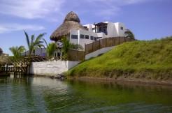 Juan Gaviota casa de canal us$625,000.00