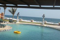 Monterrico frente al mar  vendo casa con 4 bungalows