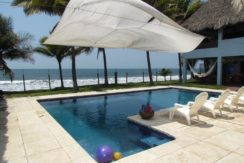 Frente al mar vendo casa ganga US$115,000.00