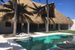 Monterrico a 30 metros del mar vendo casa nueva US$90000